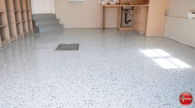 Époxy pour plancher de garage : une couche + flocons