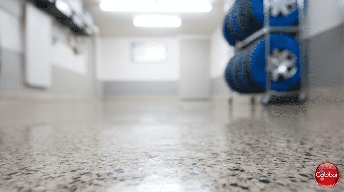 Époxy : plancher de garage cuvelé