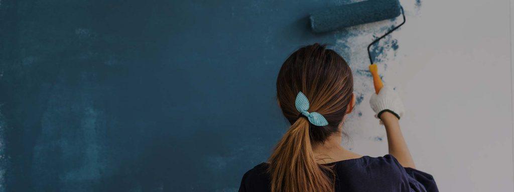 16 trucs pour peinturer un plafond sans coups de rouleau