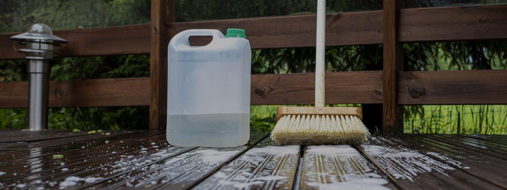 Nettoyer les parements extérieurs en bois