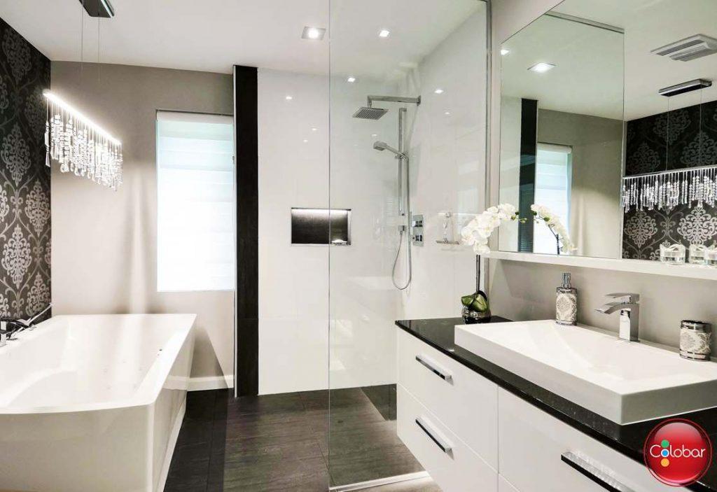 r novation d une salle de bain sous le signe du raffinement colobar. Black Bedroom Furniture Sets. Home Design Ideas